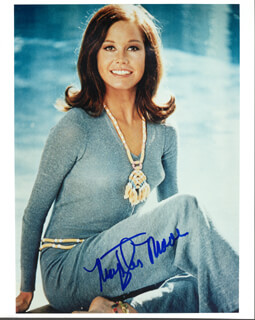 MARY TYLER MOORE - AUTOGRAPHED SIGNED PHOTOGRAPH