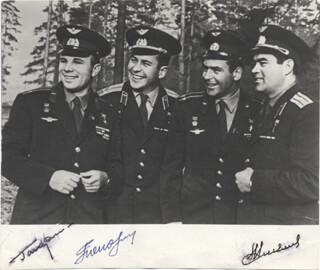 Autographs: COLONEL YURI GAGARIN - PHOTOGRAPH SIGNED CO-SIGNED BY: MAJOR GENERAL PAVEL POPOVICH, MAJOR GENERAL ANDRIAN NIKOLAYEV