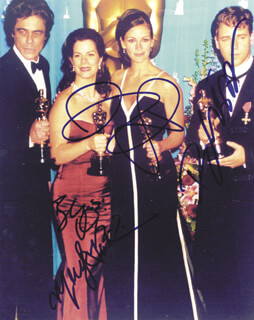 ACADEMY AWARDS - AUTOGRAPHED SIGNED PHOTOGRAPH CO-SIGNED BY: JULIA ROBERTS, RUSSELL CROWE, BENICIO DEL TORO, MARCIA GAY HARDEN
