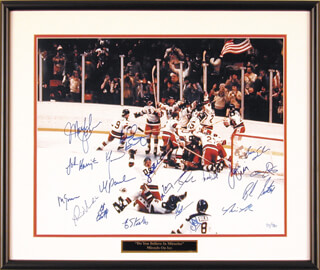 Autographs: 1980 US OLYMPIC HOCKEY TEAM - PHOTOGRAPH SIGNED CO-SIGNED BY: BUZZ SCHNEIDER, JIM CRAIG, MIKE ERUZIONE, STEVE CHRISTOFF, BILL BAKER, JOHN HARRINGTON, STEVE JANASZAK, MIKE RAMSEY, JACK O'CALLAHAN, MARK WELLS, NEAL BROTEN, DAVE SILK, DAVE CHRISTIAN, MARK PAVELICH, ERIC STROBEL, BOB SUTER, ROB McCLANAHAN, KEN MORROW, MARK JOHNSON, PHIL VERCHOTA