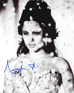 ANGELINA JOLIE - AUTOGRAPHED SIGNED PHOTOGRAPH