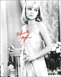 MICHELLE PFEIFFER - AUTOGRAPHED SIGNED PHOTOGRAPH