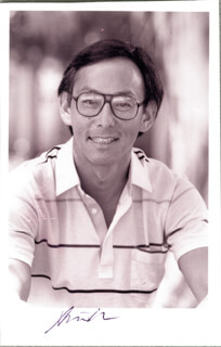 Autographs: STEVEN CHU - INSCRIBED PHOTOGRAPH SIGNED