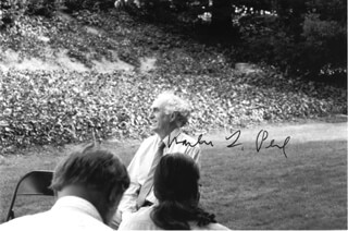 Autographs: MARTIN L. PERL - PHOTOGRAPH SIGNED