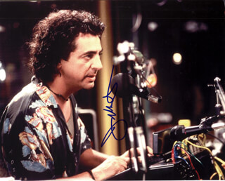 JOE MANTEGNA - AUTOGRAPHED SIGNED PHOTOGRAPH