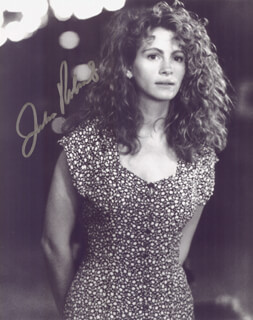 JULIA ROBERTS - AUTOGRAPHED SIGNED PHOTOGRAPH