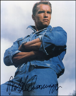 ARNOLD SCHWARZENEGGER - AUTOGRAPHED SIGNED PHOTOGRAPH