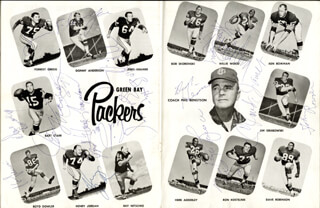 GREEN BAY PACKERS - PROGRAM SIGNED CIRCA 1968 CO-SIGNED BY: WILLIE WOOD, JERRY KRAMER, ZEKE BRATKOWSKI, HENRY JORDAN, CHUCK MERCEIN, JIM FLANIGAN, KEN BOWMAN, BOB LONG, BOB BROWN, JOHN ROWSER, MARV FLEMING, DAVE DUNAWAY, WADE TRAYNHAM, RICHARD CASH, DICK HIMES, FRANCIS PEAY, CLAUDIS JAMES, PHIL VANDERSEA
