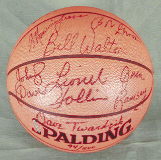 THE PORTLAND TRAIL BLAZERS - BASKETBALL SIGNED CIRCA 1977 CO-SIGNED BY: BILL WALTON, JACK RAMSAY, MAURICE LUCAS, DAVE TWARDZIK, LIONEL HOLLINS, JOHNNY DAVIS, BOB GROSS