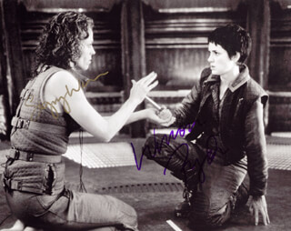 Autographs: ALIEN RESURRECTION MOVIE CAST - PHOTOGRAPH SIGNED CO-SIGNED BY: SIGOURNEY WEAVER, WINONA RYDER