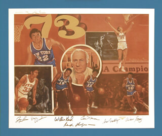 NEW YORK KNICKS - PRINTED ART SIGNED IN INK CO-SIGNED BY: WALT CLYDE FRAZIER, JERRY LUCAS, WILLIS REED, BILL BRADLEY, EARL THE PEARL MONROE, DAVE DE BUSSCHERE, ROBERT STEPHEN SIMON, RED HOLTZMAN