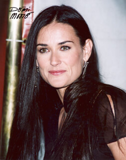 DEMI MOORE - AUTOGRAPHED SIGNED PHOTOGRAPH