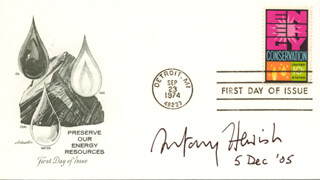 Autographs: ANTONY HEWISH - FIRST DAY COVER SIGNED 12/05/2005