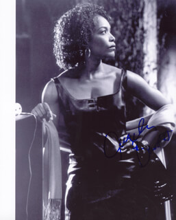 Autographs: ANGELA BASSETT - PHOTOGRAPH SIGNED