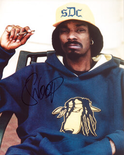 Autographs: SNOOP DOGG - PHOTOGRAPH SIGNED