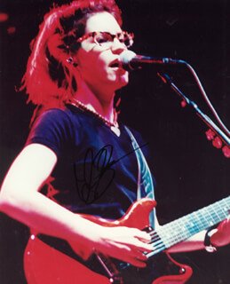 LISA LOEB - AUTOGRAPHED SIGNED PHOTOGRAPH
