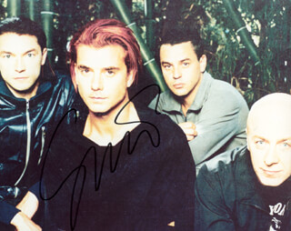 GAVIN ROSSDALE - AUTOGRAPHED SIGNED PHOTOGRAPH