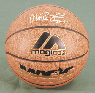 EARVIN MAGIC JOHNSON - BASKETBALL SIGNED