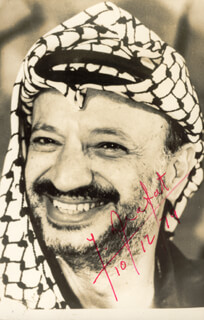 Autographs: PRESIDENT YASSER ARAFAT (PALESTINIAN NATIONAL AUTHORITY) - PHOTOGRAPH SIGNED 10/12/1979