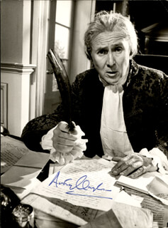 SIR ANTHONY QUAYLE - AUTOGRAPHED SIGNED PHOTOGRAPH CIRCA 1978