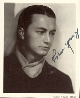 ROBERT YOUNG - MAGAZINE PHOTOGRAPH SIGNED
