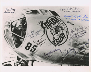 Autographs: ATOMIC BOMB MISSIONS - PHOTOGRAPH SIGNED CO-SIGNED BY: FRANCIS D. FELIX THORNHILL, IRA WEATHERLY, KEN WEY, EUGENE LEFTY GRENNAN, DON RED BEAUDETTE, JACK BIVANS, GIL NICELEY, BOB WASZ
