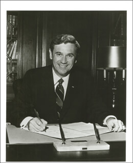 Autographs: GOVERNOR REUBIN ASKEW - PHOTOGRAPH UNSIGNED