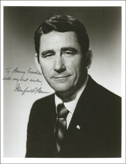 GOVERNOR WINFIELD DUNN - AUTOGRAPHED INSCRIBED PHOTOGRAPH