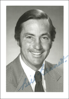 Autographs: PREMIER WILLIAM R. BENNETT (CANADA) - PHOTOGRAPH SIGNED