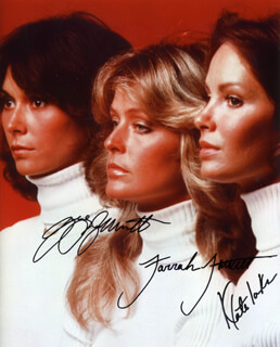 Autographs: CHARLIE'S ANGELS TV CAST - PHOTOGRAPH SIGNED CO-SIGNED BY: JACLYN SMITH, FARRAH FAWCETT, KATE JACKSON