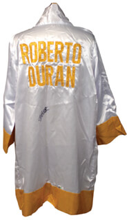 ROBERTO HANDS OF STONE DURAN - BOXING ROBE SIGNED
