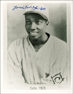 Autographs: JAMES COOL PAPA BELL - PHOTOGRAPH SIGNED