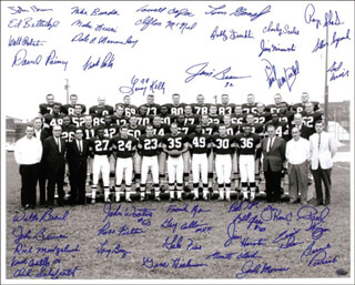 Autographs: CLEVELAND BROWNS - PHOTOGRAPH SIGNED CO-SIGNED BY: JIM BROWN, DALE E. MEMMELAAR, LEROY KELLY, GALEN FISS, MIKE LUCCI, JIM KANICKI, PAUL WARFIELD, DICK SCHAFRATH, GARY COLLINS, WALTER BEACH, LARRY BENZ, ED BETTRIDGE, JOHN BREWER, LOWELL CAYLOR, ROSS FICHTNER, BOB GAIN, BILL GLASS, TOM GOOSBY, GENE HICKERSON, TOM HUTCHINSON, CLIFTON McNEIL, DICK MODZELEWSKI, JOHN MORROW, JIM NINOWSKI, FRANK PARKER, BERNIE PARRISH, WALT ROBERTS, ROGER SHOALS, PAUL WIGGIN, SID WILLIAMS, BOBBY FRANKLIN