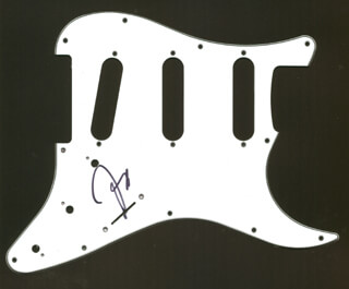Autographs: THE DOOBIE BROTHERS (JEFF BAXTER) - PICK GUARD SIGNED
