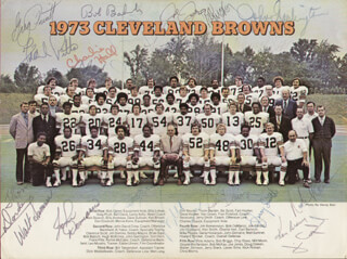 Autographs: CLEVELAND BROWNS - PHOTOGRAPH SIGNED CIRCA 1973 CO-SIGNED BY: LEROY KELLY, GREG PRUITT, BEN DAVIS, KEN BROWN, JOHN GARLINGTON, BOB BABICH, WALT SUMNER, CHARLIE HALL, FRANK PITTS, THOM DARDEN, NICK ROMAN, JOE JONES, BOB DEMARCO, CLARENCE SCOTT, JOHN DEMARIE, JERRY SMITH, JIM COPELAND, BOB McKAY, STEVE HOLDEN, BOB BRIGGS