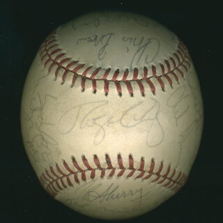 THE SAN FRANCISCO GIANTS - AUTOGRAPHED SIGNED BASEBALL CIRCA 1986 CO-SIGNED BY: CHRIS TIN MAN BROWN, CHILI DAVIS, WILL THE NATURAL CLARK, BILL LASKEY, SCOTT GARRELTS, JEFFREY HAC-MAN LEONARD, VIDA BLUE, GREG MOON MAN MINTON, BRAD GULDEN, DAN DRIESSEN, JOEL YOUNGBLOOD, ROGER CRAIG, BRAD WELLMAN, ROGER MASON, ROBBY THOMPSON, MIKE LACOSS