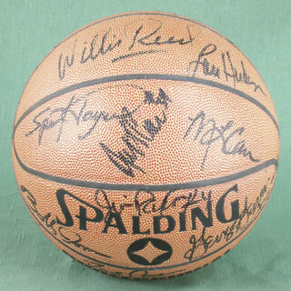 Autographs: WILLIS REED - BASKETBALL SIGNED CO-SIGNED BY: LOU SWEET LOU HUDSON, ROD HOT ROD HUNDLEY, ARTIS GILMORE, DAVE COWENS, GEORGE GERVIN, OTIS BIRDSONG, MAURICE LUCAS, AUSTIN CARR, M. L. CARR, CORNELIUS CONNIE HAWKINS, BOB BUTTERBEAN LOVE, DAN ROUNDFIELD, BOBBY JONES, GERALD HENDERSON