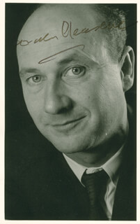 DONALD PLEASENCE - AUTOGRAPHED SIGNED PHOTOGRAPH
