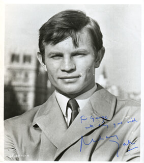 MICHAEL YORK - AUTOGRAPHED INSCRIBED PHOTOGRAPH