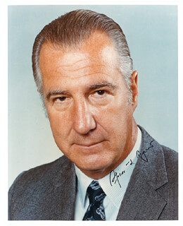 Autographs: VICE PRESIDENT SPIRO T. AGNEW - PHOTOGRAPH SIGNED