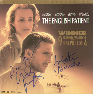 ENGLISH PATIENT MOVIE CAST - LASER MEDIA COVER SIGNED CO-SIGNED BY: WILLEM DAFOE, RALPH FIENNES, JULIETTE BINOCHE