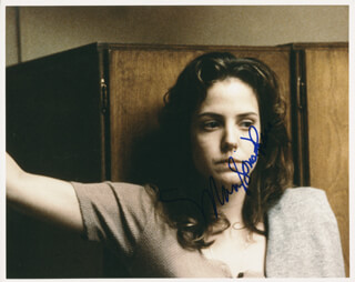 MARY-LOUISE PARKER - AUTOGRAPHED SIGNED PHOTOGRAPH