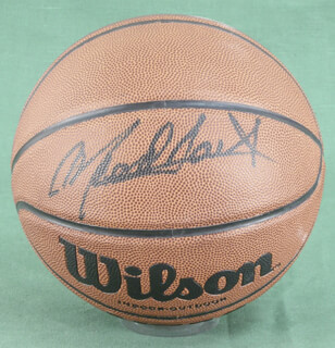 Autographs: MEADOWLARK LEMON - BASKETBALL SIGNED