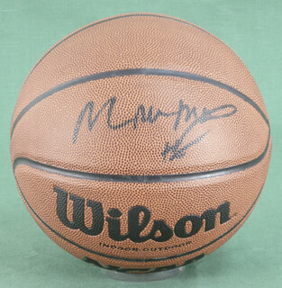 MOSES MALONE - BASKETBALL SIGNED