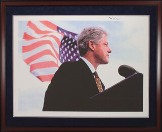 Autographs: PRESIDENT WILLIAM J. BILL CLINTON - PRINTED ART SIGNED IN INK