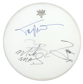 Autographs: MOTLEY CRUE - DRUMHEAD SIGNED CO-SIGNED BY: MOTLEY CRUE (MICK MARS), MOTLEY CRUE (VINCE NEIL), MOTLEY CRUE (TOMMY LEE), MOTLEY CRUE (NIKKI SIXX)