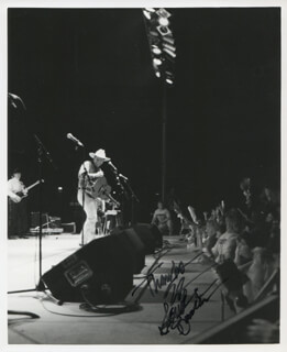 GARTH BROOKS - AUTOGRAPHED SIGNED PHOTOGRAPH