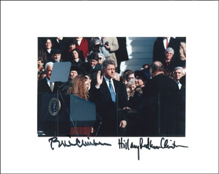Autographs: PRESIDENT WILLIAM J. BILL CLINTON - PHOTOGRAPH SIGNED CO-SIGNED BY: FIRST LADY HILLARY RODHAM CLINTON