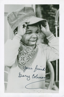 Autographs: GARY COLEMAN - PICTURE POSTCARD TWICE SIGNED