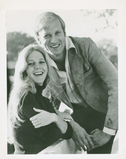Autographs: ADAMS RIB TV CAST - PHOTOGRAPH UNSIGNED WITH BLYTHE DANNER, KEN HOWARD